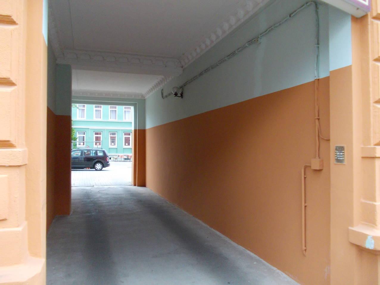 durchfahrt-zum-parkplatz